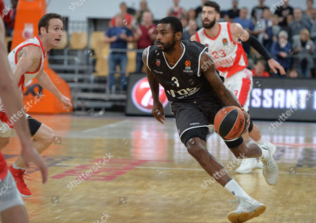 Dorell Wright of Brose Bamberg in action during the Euroleague basketball match between Brose Bamberg and Baskonia Vitoria Gasteiz in Bamberg, Germany, 27 October 2017.