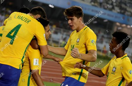 Brazil's Alan (C) celebrates with teammates after scoring a goal during the FIFA Under-17 World Cup 2017 third place match between Brazil and Mali at Salt Lake stadium in Calcutta , Eastern India, 28 October 2017.