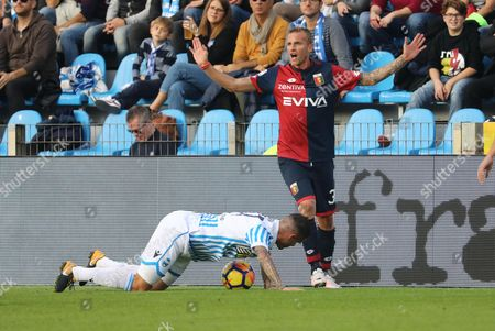 Spal's Federico Viviani (down) and Genoa's Luca Rigoni in action during the Italian Serie A soccer match S.P.A.L. 2013 vs Genoa CFC at Paolo Mazza stadium in Ferrara, Italy, 29 October 2017.