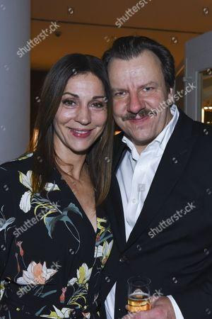 Ulrike C. Tscharre and Ronald Kukulies