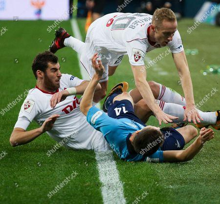 Solomon Kvirkvelia (L) and Vladislav Ignatyev of FC Lokomotiv (U) and Daler Kuzyayev of FC Zenit in action.