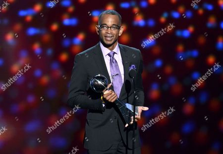Sportscaster Stuart Scott accepts the Jimmy V award for perseverance, at the ESPY Awards at the Nokia Theatre, in Los Angeles. Scott, the longtime SportsCenter anchor and ESPN personality known for his known for his enthusiasm and ubiquity, died after a long fight with cancer. He was 49