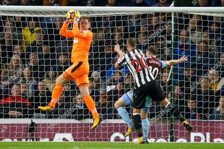 Newcastle United goalkeeper Rob Elliot (1) collects the cross during the Premier League match between Burnley and Newcastle United at Turf Moor, Burnley