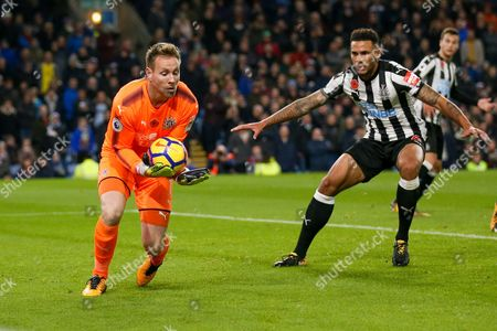 Newcastle United goalkeeper Rob Elliot (1) claims the ball easily during the Premier League match between Burnley and Newcastle United at Turf Moor, Burnley