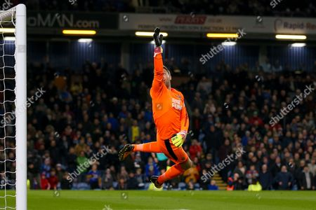Newcastle United goalkeeper Rob Elliot (1) covers a shot that flies over the bar during the Premier League match between Burnley and Newcastle United at Turf Moor, Burnley