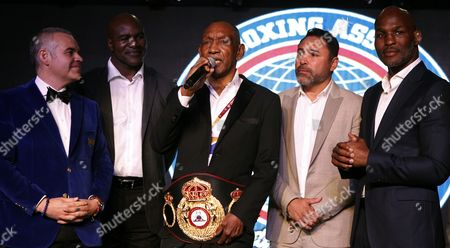 The former Colombian boxing world champion Antonio Cervantes Pambele (C) speaks next to the President of the World Boxing Association (WBA) Gilberto Jesus Mendoza (L) and former boxing champions Evander Holyfield (2-L), Oscar de la Hoya (2-R) and Bernard Hopkins (R), at the WBA convention in Medellin, Colombia, 30 October 2017. The World Boxing Association (WBA) held its 96th annual convention in Medellin with 350 delegates from more than 40 countries and a parade of figures led by Bernard Hopkins, Evander Holyfield, Oscar de la Hoya and Roberto Duran.