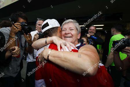 #44 Lewis Hamilton (GBR, Mercedes AMG Petronas F1 Team) and his mother Carmen Larbalestier