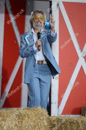 Savannah Guthrie as Kenny Rogers