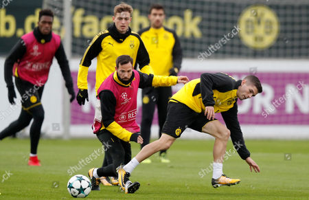 Dortmund's Gonzalo Castro and Dortmund's Christian Pulisic in action during a training session in Dortmund, Germany, 31 October 2017. Borussia Dortmund will face APOEL Nicosia in the UEFA Champions League Group H soccer match on 01 November 2017.