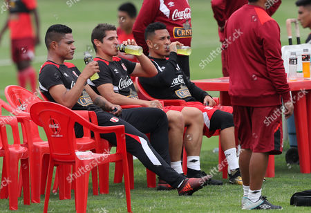 The players Anderson Santa Maria (L), Aldo Corzo (C) and Yoshimar Yotun (R), take a break during  training of the Peruvian national soccer team, in Lima, Peru, 01 November 2017. Peru will visit New Zealand for the first leg of the playoff of the 2018 World Cup in Russia on 11 November.