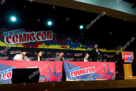 """Bryan Johnson, from left, Ming Chen, Michael Zapcic, Walt Flanagan and Kevin Smith of the the AMC show """"Comic Book Men"""" are seen during a panel at NYC-Comic-Con on in New York"""