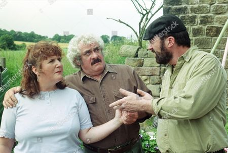 Ep 2249 Thursday 28th August 1997 Zak and Albert vie with one another for Lisa's attentions. Albert has had their names printed on his van while Zak has worked furiously in his garden to produce a flower bed that spells out Lisa's name. One of them is going to win her hand in marriage and Lisa has made up her mind - so who will be disappointed? With Lisa Clegg, as played by Jane Cox ; Zak Dingle, as played by Steve Halliwell ; Albert Dingle, as played by Bobby Knutt.