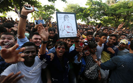 Fans of Bollywood actor Shahrukh Khan (not seen) waves back to Shahrukh as they gathered outside his residence on his 52th birthday in Mumbai, India, 02 November 2017.
