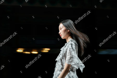 A model presents a creation by Hong Kong's designer Vivienne Tam during the Mercedes-Benz China Fashion Week in Beijing, China, 02 November 2017. The fashion event runs from 29 October to 07 November.