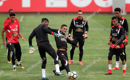 Peruvian players Anderson Santamaria (C) and Carlos Caceda (C-L) participate in a training session at the Videna in Lima, Peru, 02 November 2017. The Peruvian team will face New Zealand in two games for the play-off of the 2018 World Cup in Russia.