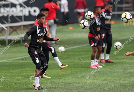 Peruvian player Wilder Cartagena (L) participates in a training session at the Videna in Lima, Peru, 02 November 2017. The Peruvian team will face New Zealand in two games for the play-off of the 2018 World Cup in Russia.