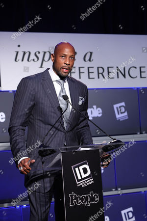 2017 honoree Alonzo Mourning speaks onstage at Investigation Discovery and People's Inspire a Difference Honors Event 2017 at Dream Hotel Downtown, in New York