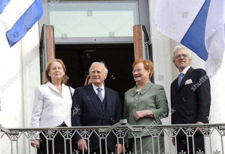 President of Greece Karolos Papoulias and wife May with the President of Finland Tarja Halonen and husband Dr Pentti Arajarvi during the official welcoming ceremony at the Presidential Palace