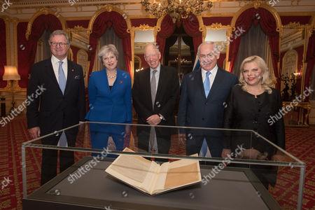 Lord Roderick Balfour, Prime Minister Theresa May, Prime Minister Benjamin Netanyahu, Lord Jacob Rothschild, Sara Ben-Artzi all looking at the original Balfour Declaration.