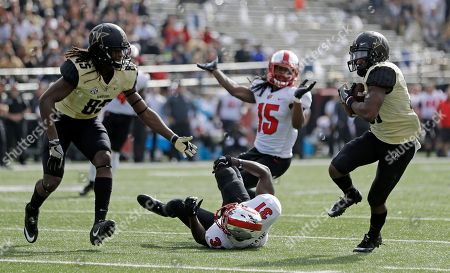 Trey Ellis, Chris Pierce, Antwon Kincade. Vanderbilt wide receiver Trey Ellis, right, catches the ball and scores a touchdown after a pass bounced off wide receiver Chris Pierce (85) and Western Kentucky defensive back Antwon Kincade (31) in the first half of an NCAA college football game, in Nashville, Tenn