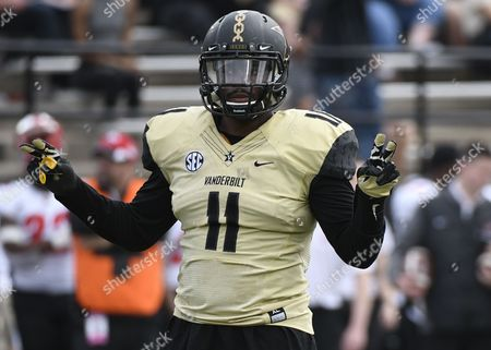 , 2017; Nashville, TN, USA Vanderbilt Commodores linebacker Charles Wright (11) calls out the defensive play during a college football game between the WKU Hilltoppers vs the Vanderbilt Commodores at Vanderbilt Stadium. (Mandatory Photo Credit: Steve Roberts/CSM)