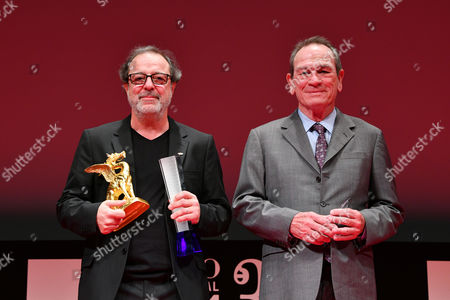 "(L-R) Semih Kaplanoglu, Tommy Lee Jones - Director Semih Kaplanoglu wins ""Tokyo Grand Prix/The Governor of Tokyo Award"" for the film ""Grain"""