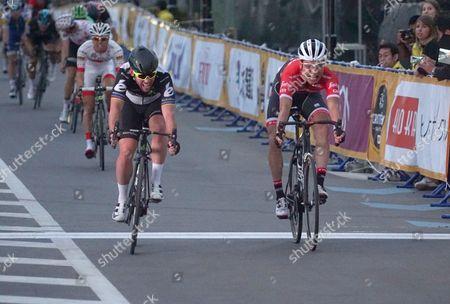 Mark Cavendish pips Japanese rider Fumiyuki Beppu on the line to win the 2017 Le Tour de France Saitama Criterium race