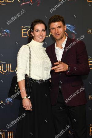 Thomas Muller mit Ehefrau Lisa,