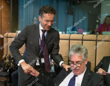 Austrian Finance Minister Hans Joerg Schelling (R) and Eurogroup President and Dutch Finance Minister, Jeroen Dijsselbloem (L) during a macroeconomic dialogue on the sidelines of ECOFIN in Brussels, Belgium, 06 November 2017.