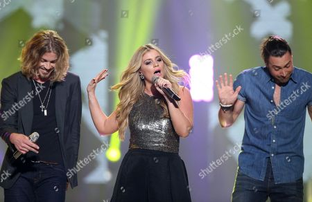 """Bucky Covington, from left, Lauren Alaina and Ace Young perform at the """"American Idol"""" farewell season finale at the Dolby Theatre, in Los Angeles"""