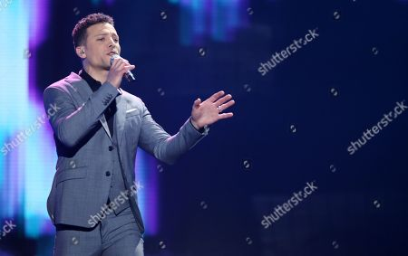 """Justin Guarini performs at the """"American Idol"""" farewell season finale at the Dolby Theatre, in Los Angeles"""
