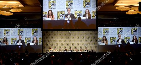 """From left, Co-Creator/Executive Producers Carter Bays and Craig Thomas, Executive Producer Pamela Fryman and actors Josh Radnor, Jason Segel, Colbie Smulders, Neil Patrick Harris and Alyson Hannigan attend the 20th Television """"How I Met Your Mother"""" panel on Day 4 of Comic-Con International on in San Diego, Calif"""