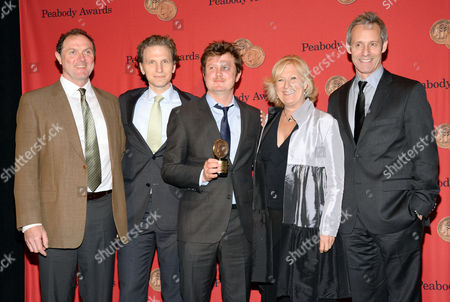 """Writer and producer Beau Willimon, center, poses with actors, from left, Boris McGiver, Sebastian Arcelus, Jayne Atkinson and Michael Gill from Netflix's """"House of Cards"""" at the 73rd Annual George Foster Peabody Awards at the Waldorf-Astoria Hotel, in New York"""