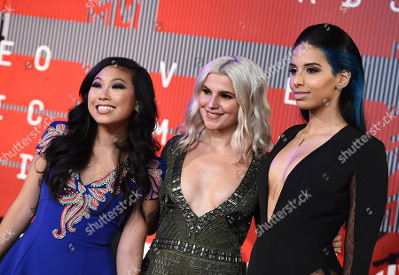 Awkwafina, from left, Carly Aquilino and Nessa Diab arrive at the MTV Video Music Awards at the Microsoft Theater, in Los Angeles