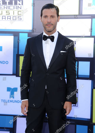Quique Usales arrives at the Latin American Music Awards at the Dolby Theatre, in Los Angeles
