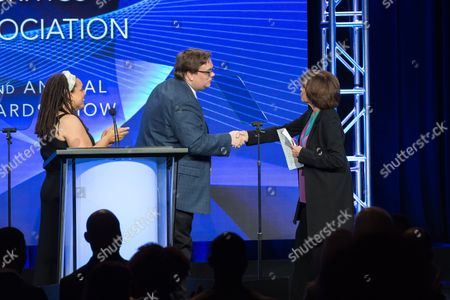 """Valerie Harper accepts the Heritage Award for""""The Mary Tyler Moore Show"""" at the 32nd Annual Television Critics Association Awards Show at the Beverly Hilton, in Beverly Hills, Calif"""