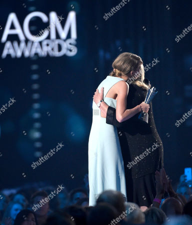 Stock Image of Andrea Finlay, right, presents the milestone award to her daughter Taylor Swift at the 50th annual Academy of Country Music Awards at AT&T Stadium, in Arlington, Texas