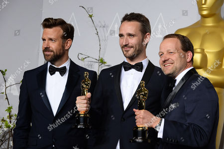 """From left, Jason Sudeikis, Anders Walter, and Kim Magnusson pose in the press room with the award for best live action short film of the year for """"Helium"""" during the Oscars at the Dolby Theatre, in Los Angeles"""