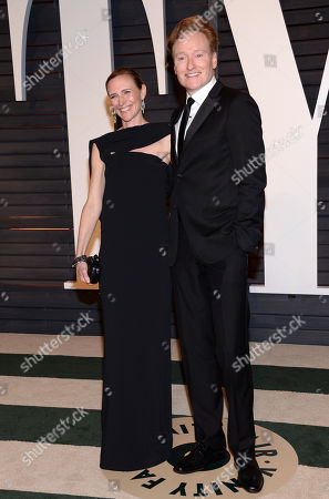 Liza Powel, left, and Conan O'Brien arrive at the 2015 Vanity Fair Oscar Party, in Beverly Hills, Calif