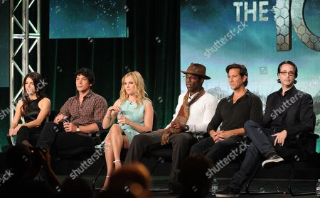 """From left, cast members Marie Avgeropoulos, Bob Morley, Eliza Taylor, Isaiah Washington, Henry Ian and executive producer Jason Rothenberg participate in """"The 100"""" panel at the CBS Winter TCA Press Tour, on at the Langham Huntington, in Pasadena, Calif"""