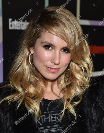 Sarah Carter arrives at Entertainment Weekly's Annual Comic-Con Closing Night Celebration at the Hard Rock Hotel, in San Diego