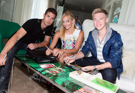 Commercial Image - Drew Seeley, Amy Paffrath, center, and Kenton Duty, right, sign autographs at the Xbox 360 and Children's Miracle Network Gaming and Giving for Good (G3) Miracle Lounge on in West Hollywood, Calif