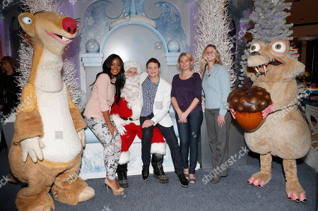 """Keke Palmer, Santa Claus, Sean Berdy, Amber Zion and GLAD's Elizabeth Luttrell celebrates the December 11th Blu-ray, DVD and Digital HD release of ICE AGE: CONTINENTAL DRIFT at the Beverly Center in Los Angeles, California on Thursday, December 6. Twentieth Century Fox Home Entertainment and Taubman Shopping Centers across the country have partnered to commemorate """"National Signing Santa Day"""" and the industry first Blu-ray special feature with picture-in-picture sign language interpretation"""