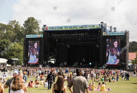 Stock Image of Alex Caplow, Sam Lee, Justine Bowe, Gabe Goodman and Joey Sulkowski as Magic Man performs during Music Midtown 2014 at Piedmont Park, in Atlanta