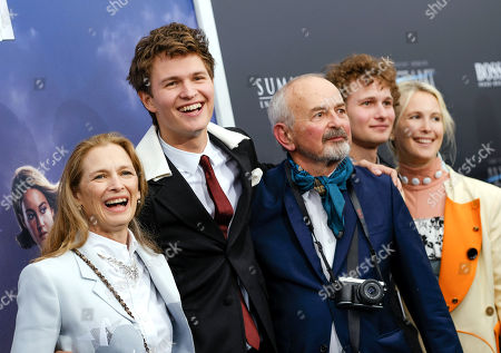"""Actor Ansel Elgort, center, poses with mother Grethe Barrett Holby, left, father Arthur Elgort and his siblings Warren Elgort and Sophie Elgort at the premiere of """"Allegiant"""" at AMC Lincoln Square, in New York"""