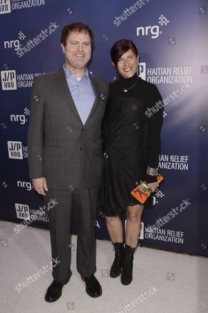 """Rainn Wilson, left, and Holiday Reinhorn arrive at the 4th annual Sean Penn and Friends """"Help Haiti Home"""" Gala at the Montage Hotel, in Beverly Hills, Calif"""