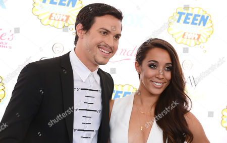 Alex Kinsey, left, and Sierra Deaton arrives at the Teen Choice Awards at the Shrine Auditorium, in Los Angeles