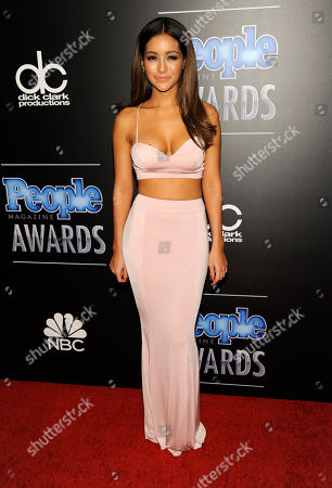 Melanie Iglesias arrives at The People Magazine Awards at the Beverly Hilton hotel, in Beverly Hills, Calif