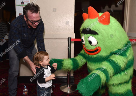 Tom Arnold, left, and Jax Arnold attend Yo Gabba Gabba! LIVE! Music Is Awesome! at the Shrine Auditorium, in Los Angeles