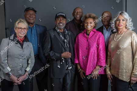 "The original cast of ""Roots"", Sandy Duncan, from left, John Amos, Ben Vereen, Louis Gossett Jr., Leslie Uggams, Georg Stanford Brown and Lynne Moody pose for a portrait in promotion of the upcoming release of ""Roots: The Complete Original Series"" on Bu-ray, in New York"